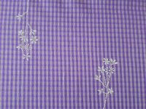 Fiala - fialová látka s bílým vzorem