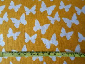 Motýli - žlutobílá bavlněná látka Česká výroba