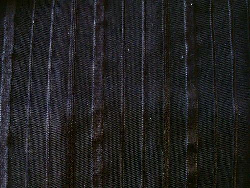 Jenifer - černá prosvítající látka pruh