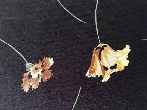 Johana - černá šatovka s květy 250x145cm-kus