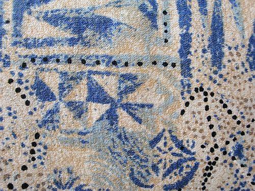 Jola - béžová látka s modrým vzorem