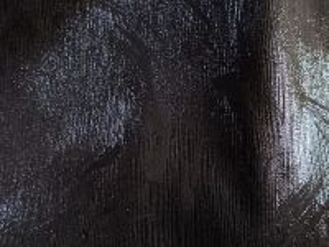 Kamaro - černá kostýmová látka vzor