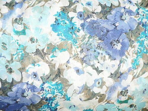 Melinda - šifonová šatovka krešovaná s modrým květem