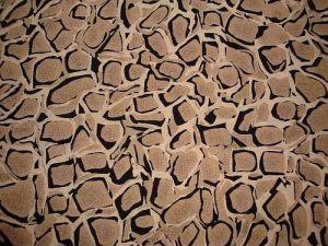 Safari - hnědá šatovka s bordurou