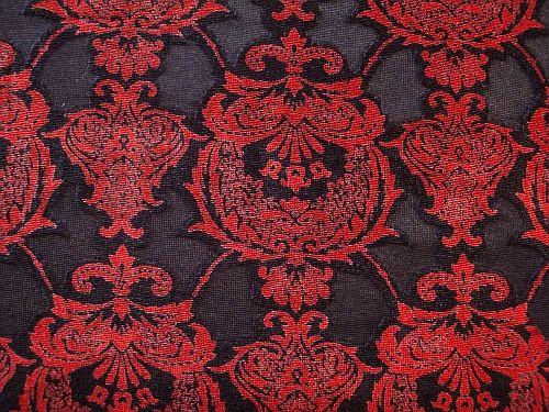 Sasanka - černočervený úplet