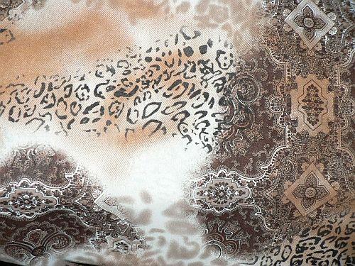 Selenka - hnědá šatovka vzor