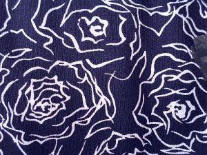 Ema - tm. modrá kostýmová látka květ