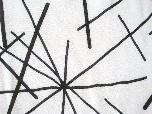 Fanka - bílý šifon s černými čarami