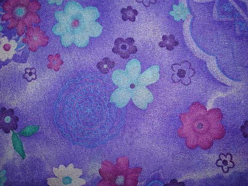 Isabela - fialková elastická látka vzor