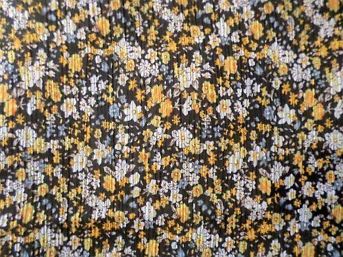 Ivanka - žlutočerná krešovaná látka