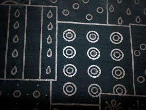 Mumi - černá halenková látka s dírkami