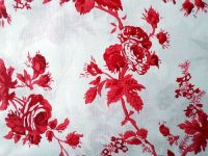 Čikitka - bílá bavlna s červenými květy
