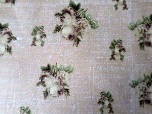 Hedvika - béžovohnědá bavlněná látka s květy