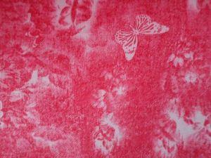 Červená šatovka se vzorem