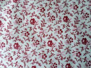 Rosena - šedočervená látka s jemnou kytičkou