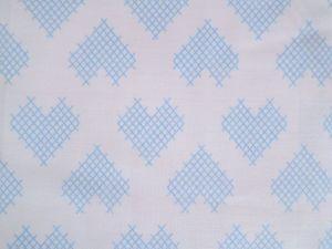 Gracy - bílá bavlna s modrým křížkovým srdcem