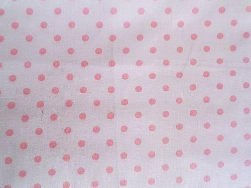 Bílá bavlna - plátno s růžovými puntíčky