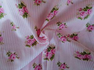 Růžová bavlna s květy a pruhy