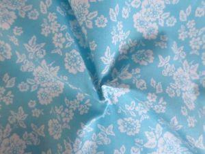 Modrá látka s bílými kvítky - plátno