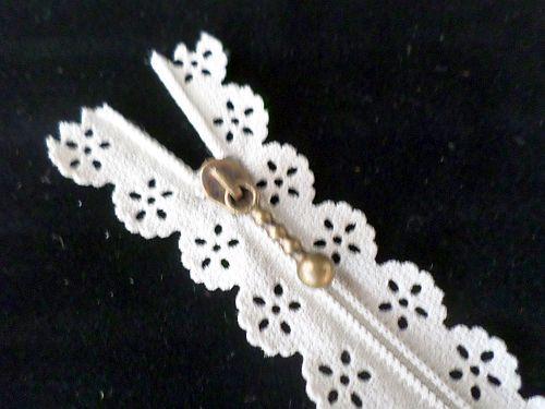 Zip spirálový šíře 3mm, délka 20 cm krajkový