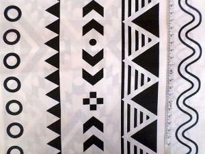 Blílá bavlněná látka s geometrickým vzorem