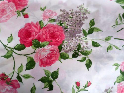 Smetanová látka s růžemi