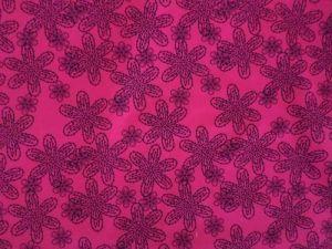 Kornelie - výrazná růžová s černými květy