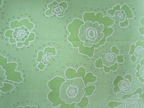 Zelenkavá bavlněná látka s květy